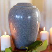 How to Choose Cremation Urns for Ashes for Your Loved One